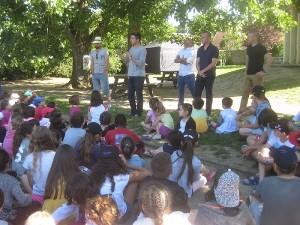 Briefing de la journée avec les enfants et les animateurs.Briefing de la journée avec les enfants et les animateurs.