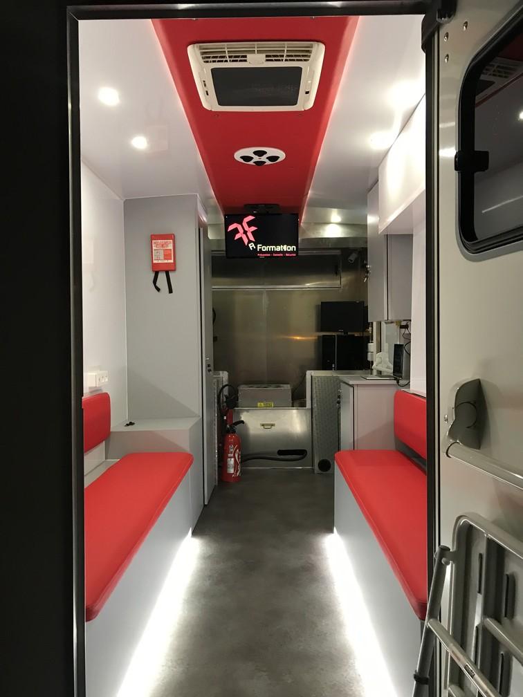Formation incendie unite mobile camion interieur